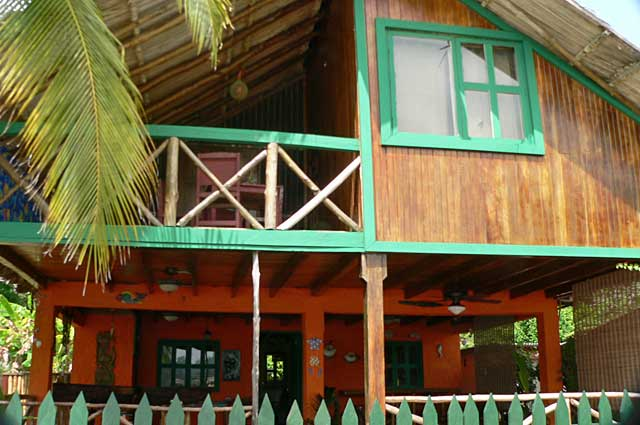 Photo example of a beach house on Isla Grande on the Caribbean side of Panama