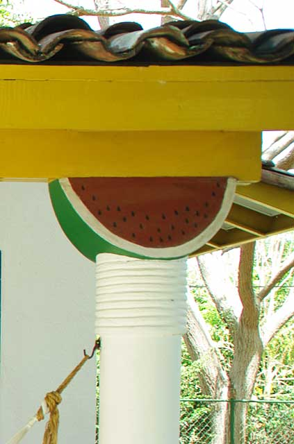 Example decor idea on an beach house where the outdoor terrace columns are decorated with top shapes in a variety of fruits giving it a very tropical look