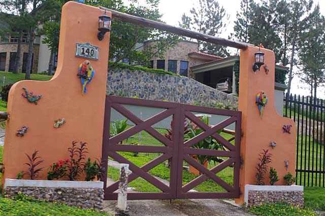 Photo example of creative gate on a country style mountain home in Altos del Maria Panama