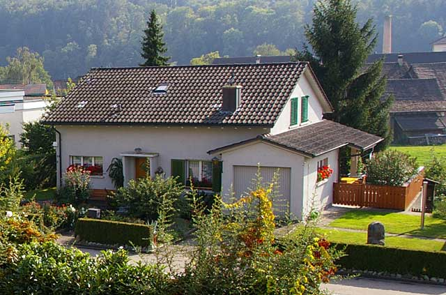 Photo example of a traditional house with garage in a Swiss Village