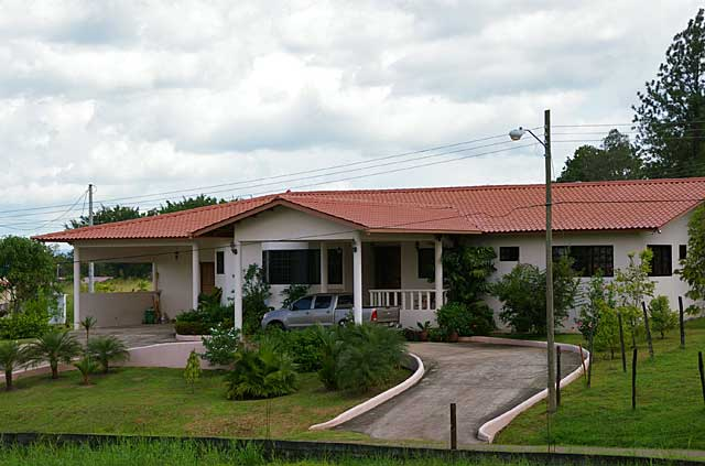 Photo example of a traditional house in a Panama