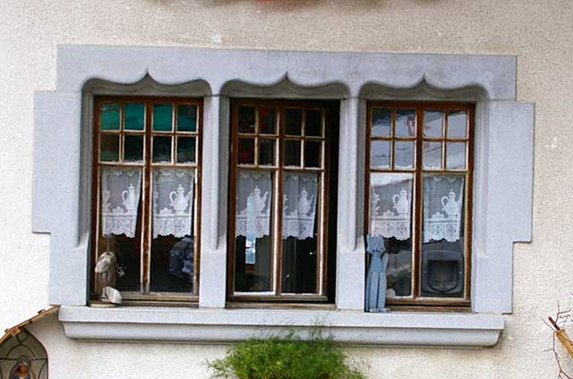 Photo example of a classic window, in an old Swiss town